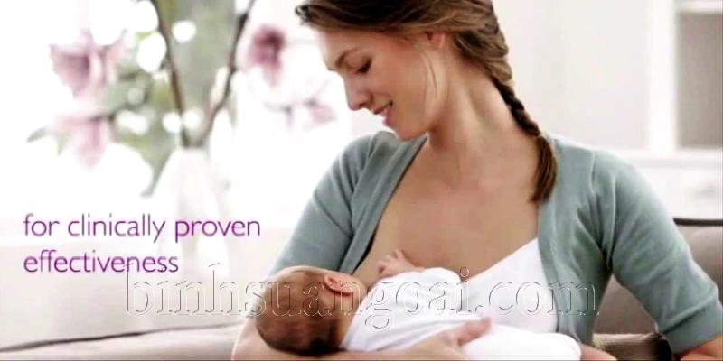 Nên cho bé bú ngay khi vừa chào đời