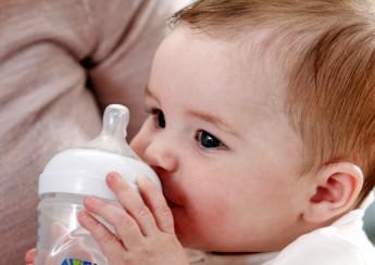 cho bé bú ngay khi vừa chào đời
